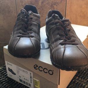 Ecco Coffee Flat T-Shoes